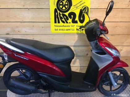 Honda Vision, rood, bromscooter,1395 incl rijklaar