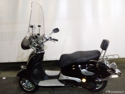 Retro scooter zwart
