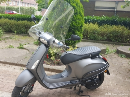 Custom made Vespa Sprint S Frozen Dark Grey