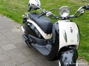 Aangeboden een nette scooter