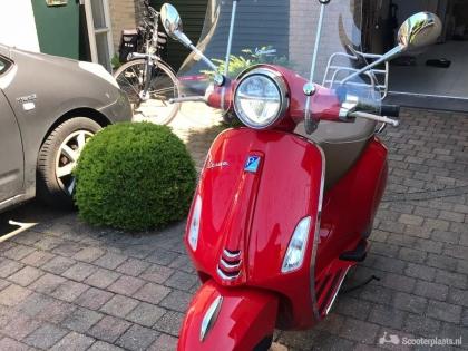 Te koop VESPA Primavera kleur rood