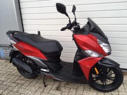 Sym Jet rood