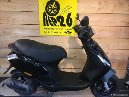 Piaggio Zip, zwart, bromscooter, incl rijklaar